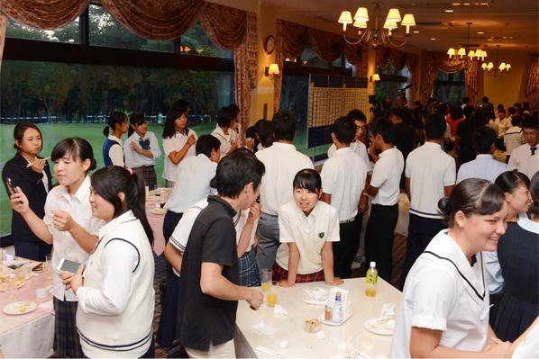 前夜祭-写真その1。大会前日(21日)に太平洋クラブ益子PGAコースのハウスレストランで行われた組み合わせ抽選会で全選手が一堂に集合。終始和やかな雰囲気で行われ、選手たちは鋭気を養った。