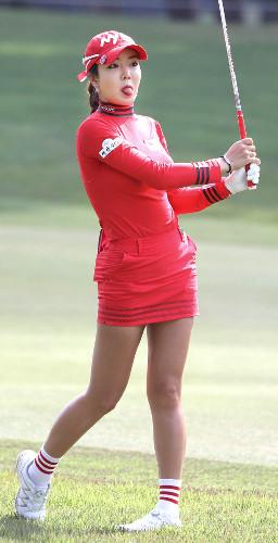 ワールドレディスサロンパスカップ3日目、真っ赤なミニスカートで登場したアン・シネ