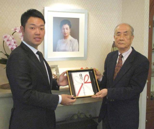 高松宮妃癌研究基金にチャリティー金を寄贈した選手会副会長の薗田峻輔