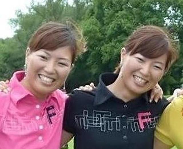 第1子となる男児の出産を発表した池内真梨藻(右)と、姉の絵梨藻