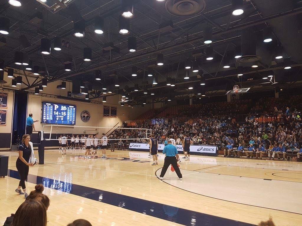 チームのみんなと男子バレーの観戦。ぺパダインvs UCLAという超好カードは、すごい迫力だったよ。