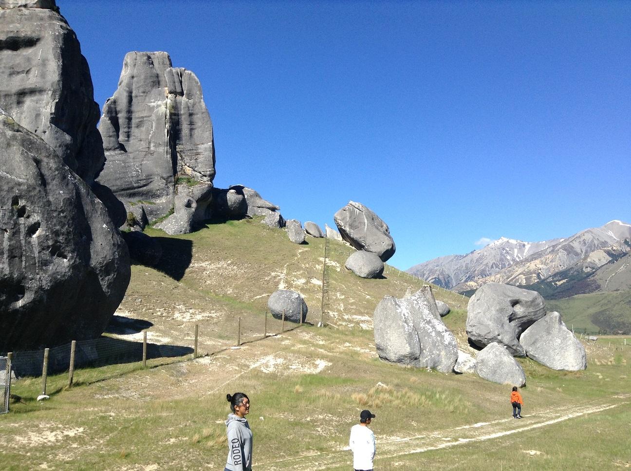 映画 Lord of the Ringのロケ地、キャッスルヒルをハイキング。ニュージーランドの大自然を肌で感じられます。