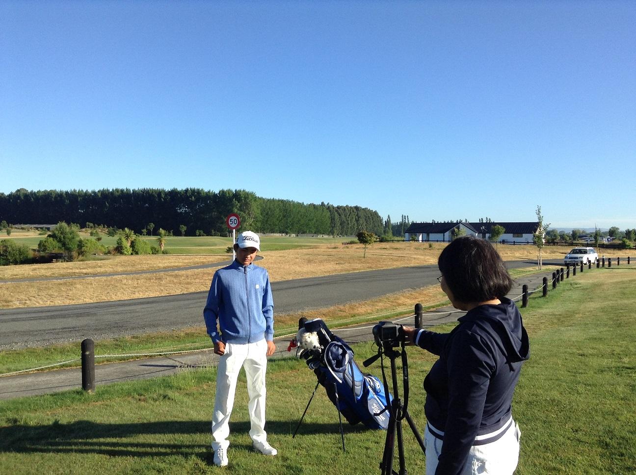 桃花に続いて、一磨もアメリカの大学ゴルフ部への進学を目指すようです。ということで、まずはリクルート用スイングビデオの撮影会。