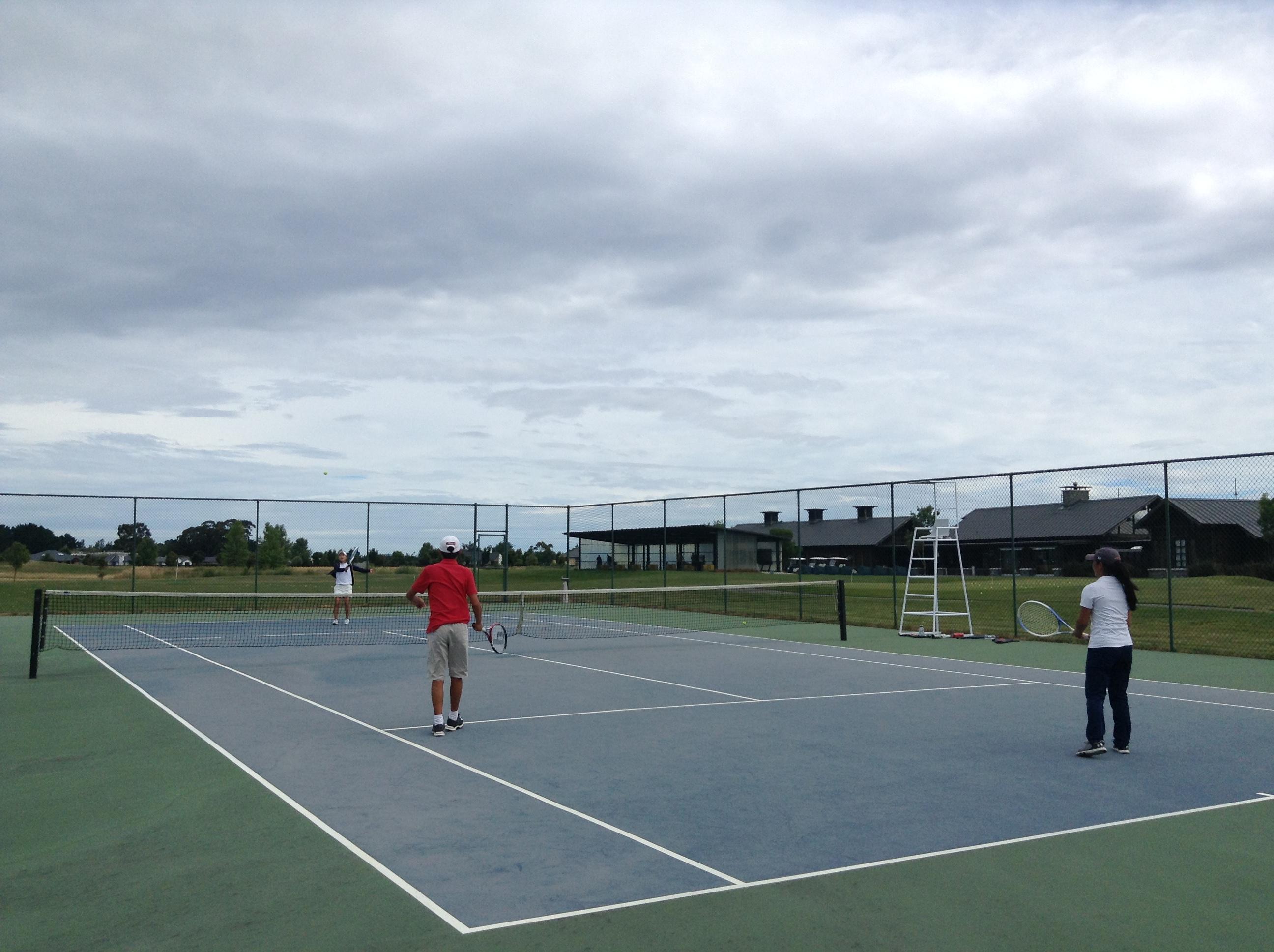 ジュニアゴルファーにとって、ゴルフ以外のスポーツをするメリットは大きいと思います。テニスやバスケは身体能力アップに最高ですよ。