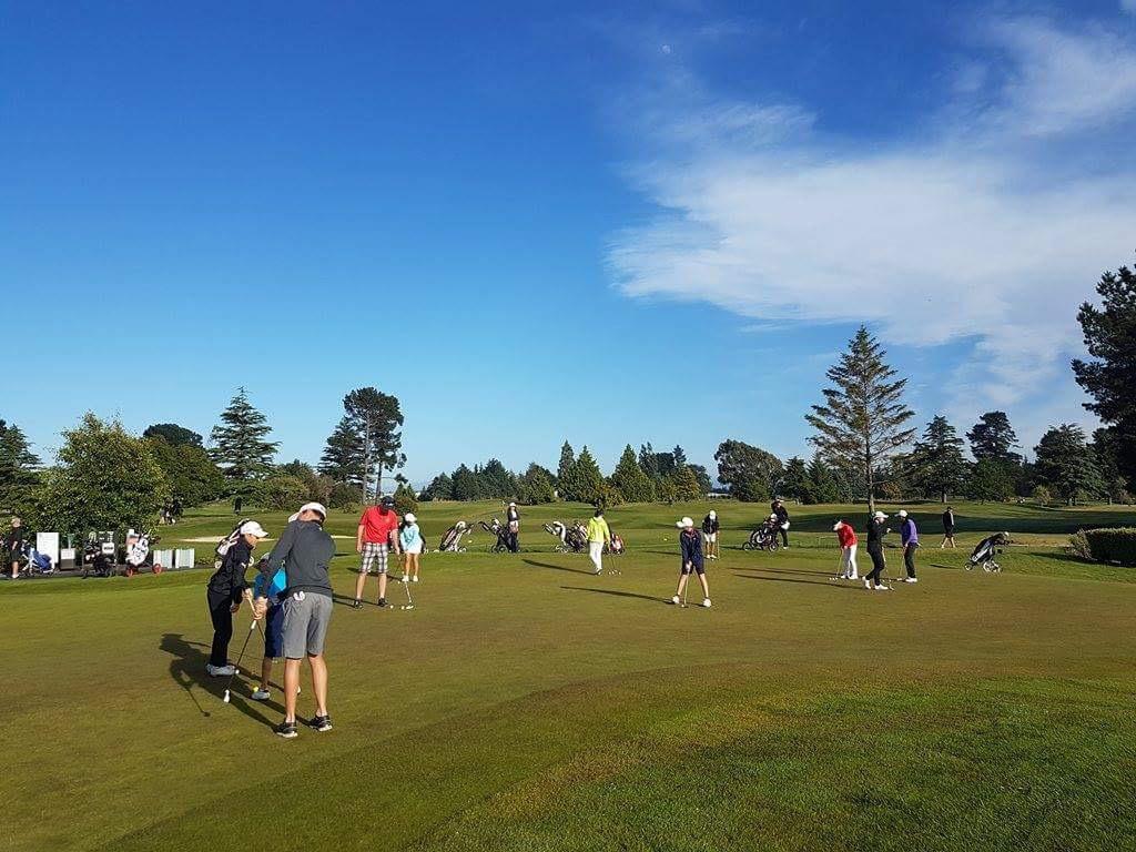 例年通り、爽やかな青空に恵まれたカンタベリーU19。会場は、今年11月にニュージーランド アマが開催されるラスリー ゴルフクラブ。