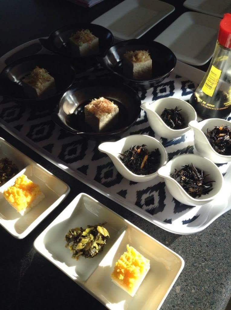 朝食の配膳風景。キャンプ中は毎食、日本にいるのと変わらない家庭料理で栄養補給をしてもらいます。