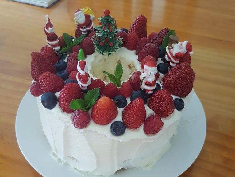 クリスマスイブは七面鳥の丸焼きとケーキでお祝い。元旦はミニおせちを味わってから、みんなでトーナメントに出かけました。