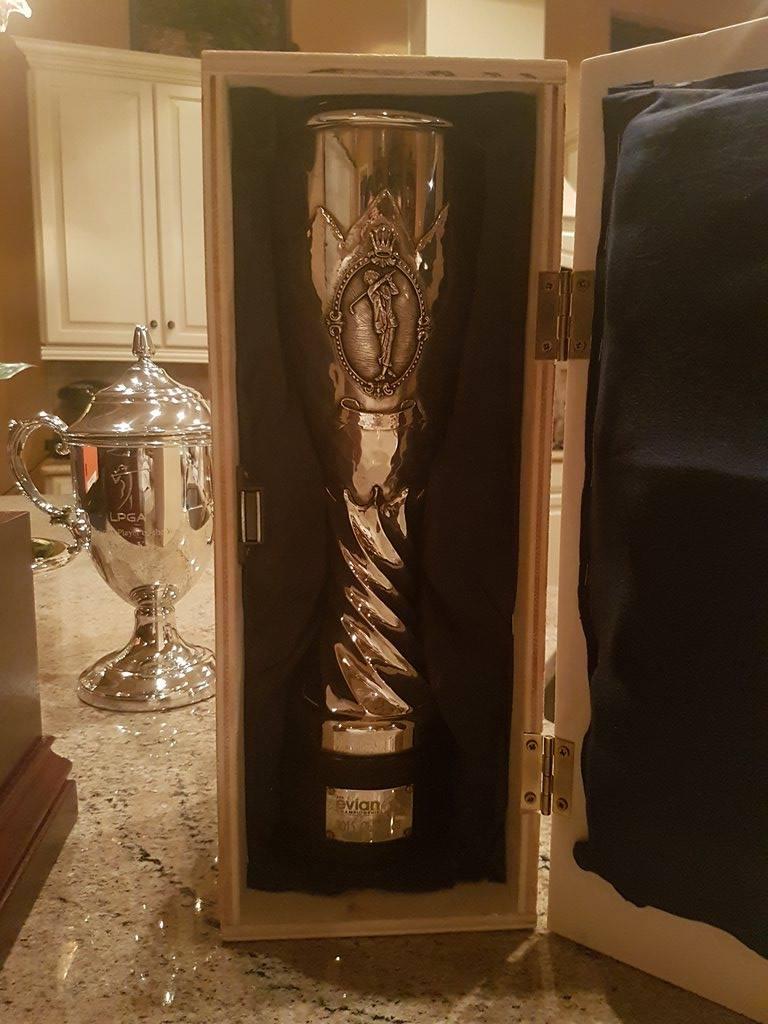 リディアの自宅に招かれ、ラウンド後も楽しい時間を過ごしたそうです。これはエビアンのトロフィー。「リオ のメダルも持たせてくれたぁ」と嬉しそうに報告がありました。