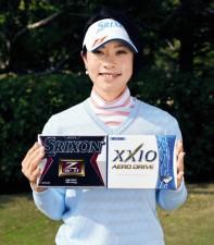 飛距離を求めるゴルファーに「NEWスリクソンZ―STAR XV」(左)と「ゼクシオ AERO DRIVE」をおすすめする森田理香子プロ