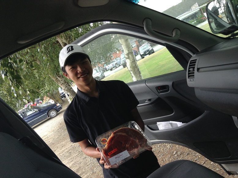 クラブコンペで見事入賞の伊織君、ナイス!。ニュージーランドのジュニア達はみんな、週末のクラブコンペから競技ゴルフの世界に入っていきます。