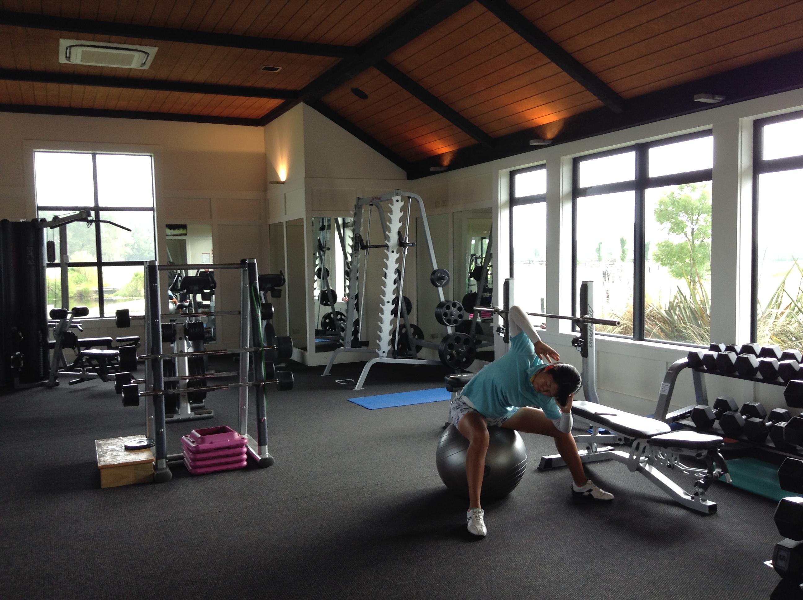 ペガサスのジムでトレーニング中。ふうかさんは3月に高校を卒業、これからはプロを目指してゴルフとトレーニングに専念とのこと。