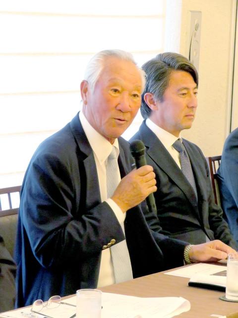記者発表会に出席した日本ゴルフツアー機構の青木功会長