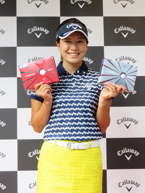 契約するキャロウェイのボールの販売イベントに参加した女子プロゴルフの藤田光里