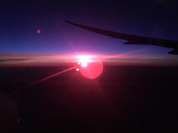 成田からオーストラリアに向かう際の機内から見た朝日が綺麗です。