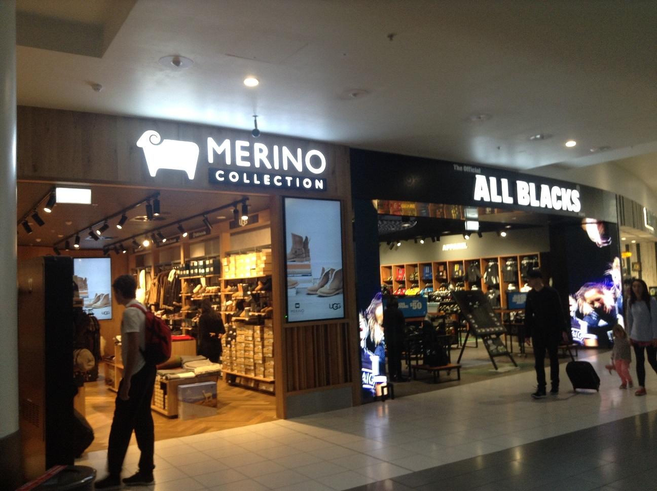 ニュージーランドのお土産。オールブラックスグッズとメリノウールのニット製品なら鉄板ですね。値段もそれなりに高価ですが。