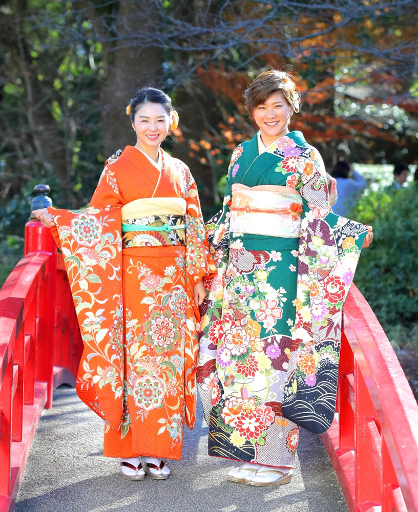 菊地絵理香(左)と成田美寿々