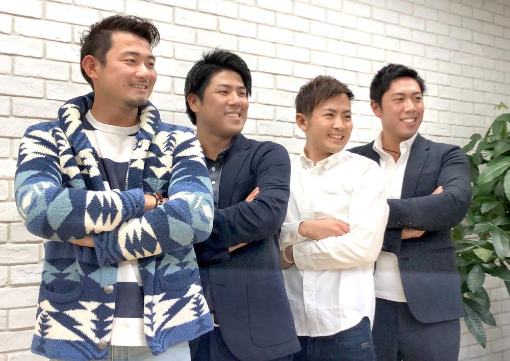 ファンプロジェクト用の写真撮影に臨んだ(左から)中里、北川、塩見、堀川